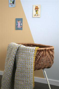 Stoere gehaakte babydeken – Cuddlycool Arm Knitting Yarn, Easy Knitting Patterns, Baby Patterns, Crochet Granny, Baby Blanket Crochet, Crochet Baby, Afghan Blanket, Granny Square Blanket, Jumbo Yarn