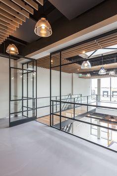 Steel FritsJurgens pivot door - Somfy House Hoofddorp, the Neterlands. Architect: Tordoir van den Berg Architecten. Fotograaf: Milad Pallesh