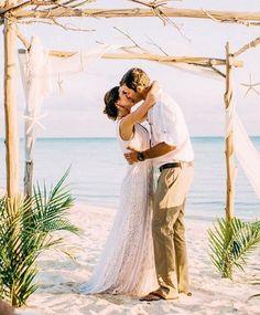 Ser NOIVA é...passar por milhões de sentimentos em um único dia!👰❤️📷@chelseaerwinphotography#bohobrides #headpieces #instalove #weddinginspiration #mercedesalzueta #inspiraçãodecasamento #inspiraçãodecabelo #bridalinspiration  #brideoftheday #noivadodia #bride #noiva #noivareal #realbride #wedding #casamento #ateliermercedesalzueta #bridalheadpiece #acessoriodecabelo