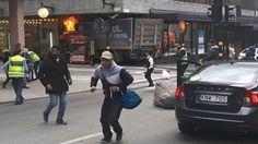 Drei Tote, mehrere Verletzte: Stockholm: Lkw rast in Menschenmenge