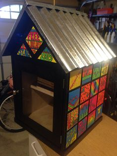 Little free library for grade class. Black stain and metal roof. Everything has been weather proofed. Library Plan, Library Ideas, Little Free Libraries, Little Library, Street Library, Wood Tiles, Library Programs, Eagle Scout, Community Building