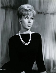 Barbara Eden- Classic look I Dream Of Jeannie, Classic Actresses, Actors & Actresses, Divas, Columbia, Barbara Eden, Old Movie Stars, Thing 1, Old Hollywood