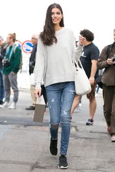 how to wear ripped jeans 5