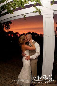 Sunset kiss for an evening wedding :-) love it!!!