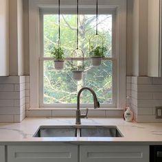 Kitchen Window Shelves, Kitchen Garden Window, Kitchen Window Decor, Kitchen Window Treatments, Kitchen Plants, Kitchen Windows, Window Ledge Decor, Farmhouse Windows, Window Ideas