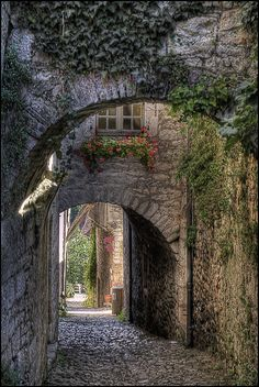Saint-Cirq Lapopie chose the most beautiful village in France 2012 by the French   Flickr: Intercambio de fotos
