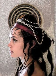 MINOAN HAIR AND HEADDRESS: Curly hair was an ethnic characteristic. Women's long, curled hair was often held in place with a fillet or elaborate arrangement of plain or jewelled bands.