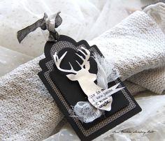 Det er på tide å begynne med pakkelapper.   Jeg liker så godt dette reinsdyret som er stanset ut med dies fra American Crafts   Stemp...