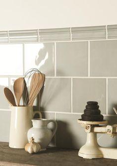 New kitchen colors tiles back splashes 41 ideas Kitchen Interior, New Kitchen, Kitchen Decor, Cottage Kitchen Tiles, Country Kitchen Tiles, Decorating Kitchen, Kitchen Backsplash, Kitchen Splashback Ideas, Kitchen Wall Tiles Design