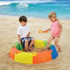 This Kidoozie sand toy set features 8 colorful castle wall sand molds that snap together into a 34-inches sand pit.  Manufactured by Kidoozie.