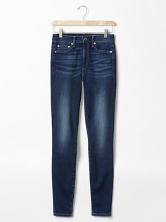 5 τζιν παντελόνια για μοντέρνα street style looks - JoyTV