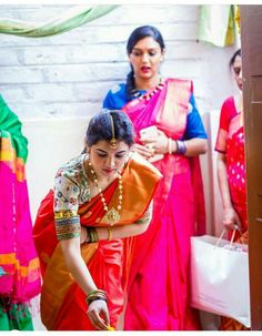 New Blouse Designs, Silk Saree Blouse Designs, Bridal Blouse Designs, Blouse Patterns, Indian Bridal Sarees, Bridal Silk Saree, Soft Silk Sarees, Blouse Desings, Saree Models