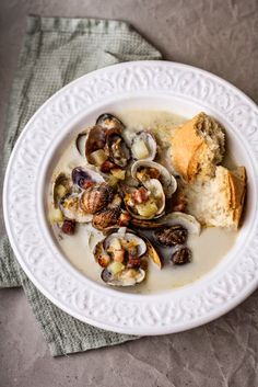 Clam Chowder with Potatoes and Bacon Recipe