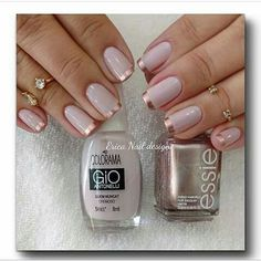 Nail art is a very popular trend these days and every woman you meet seems to have beautiful nails. It used to be that women would just go get a manicure or pedicure to get their nails trimmed and shaped with just a few coats of plain nail polish. Nail Art Vernis, Nail Manicure, Diy Nails, Essie, Crome Nails, Gold Nail Designs, Nails Design, French Manicure Designs, Salon Design