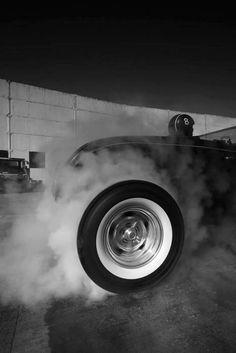 BurnOut | #hotrod #wheel smokey < repinned by www.BlickeDeeler.de