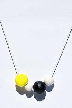 Asymmetrical Geometric Wooden Bead Necklace light von InventorGato
