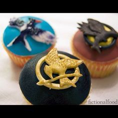 Hunger Games cupcakes. Need these for the midnight showing.