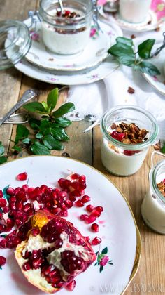 Yoghurt panna cotta met vanille en granaatappelpitjes - Little Spoon
