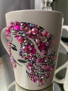 Diy Mug Designs, Do It Yourself Design, Decorated Wine Glasses, Diy Mugs, Cricut Creations, Cute Mugs, Flower Backgrounds, Diy Home Crafts, Barra Chocolate