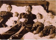 9 Old Family Photos That Are Not Exactly What They Seem - Answers.com