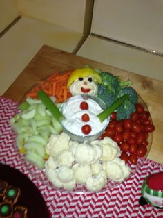 Holiday appetizers healthy veggie tray 16 Best ideas Holiday appetizers healthy veggie t Best Holiday Appetizers, Fruit Appetizers, Appetizers For Kids, Healthy Appetizers, Holiday Recipes, Holiday Ideas, Christmas Veggie Tray, Christmas Snacks, Christmas Baking
