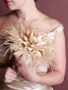 www.weddbook.com everything about wedding ♥ Unique wedding Bouquets ♥ Beautiful Unusual Wedding Bouquet Idea | Tuylu Gelin Buketi #feather #ivory #vintage