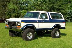 This is by far my favorite vehicle that Ford has ever made. The Ford Bronco 1978-1979.