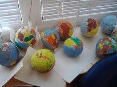 """""""Ki mondta, hogy nem tudod megváltoztatni a világot?"""" Ez a Föld napja mozgalom egyik jelmondata. Legelőször 1970 március 21-én tartották, de Magyarországon 1990 óta rendezik meg. Az első alkalommal Denis Hayes, egy amerikai egyetemista szólalt fel a Föld védelmének érdekében. Kezdeményezésére 25 millió amerikai állt ki a természet, a levegő és a vizek, a környezetvédelem … Green Day, Earth Day, Diy For Kids, Planets, Projects, School, Children, Kids, Kid"""