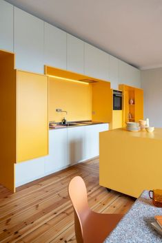 Swedish studio Lookofsky Architecture has used bright yellow storage walls to maximise space in a renovated Stockholm apartment. Interior Simple, Yellow Interior, Interior Design Tips, Home Design, Modern Interior, Interior Architecture, Studio Interior, Building Architecture, Design Room