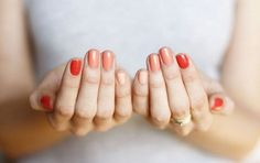 Shades of red and peachy nails. Perfect summer colors!