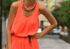 Match your coral necklace with your coral dress, for a simple yet chic look! This outfit is so gorgeous and I love the top knot bun to complete the look Coral Fashion, Look Fashion, Fashion Outfits, Fashion Trends, Dress Fashion, Fashion 2015, Fashion Ideas, Womens Fashion, Orange Fashion