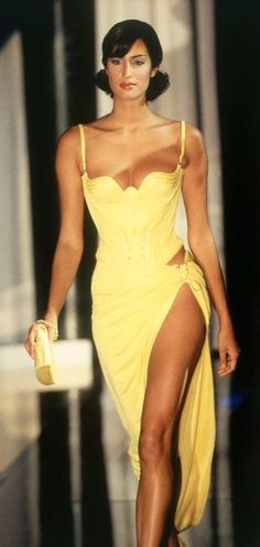 Yasmeen walked for Atelier  Versace Couture  1995