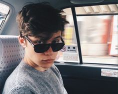 Find images and videos about boy, nick and nick robinson on We Heart It - the app to get lost in what you love. Amor Simon, Love Simon, Beautiful Boys, Pretty Boys, Beautiful People, Foto Mirror, Froy Gutierrez, Mode Streetwear, Tumblr Boys