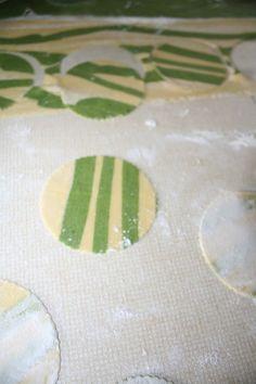 Ravioli bicolore ortiche e salsiccia