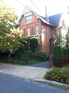 Apt in downtown Wilkes-Barre Victorian Home - Edge of Wilkes University campus... Place your add for FREE @Refer Local