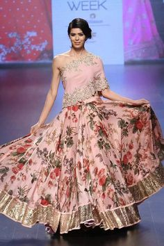 Stunning blouse inspiration for Indian brides | off shoulder blouse in blush pink  with zardosi floral embroidery | light pink lehenga with floral print and gottapatti border at bottom | Mehendi look inspiration | Bridal couture | Kalki Fashion | Every Indian bride's Fav. Wedding E-magazine to read. Here for any marriage advice you need | www.wittyvows.com shares things no one tells brides, covers real weddings, ideas, inspirations, design trends and the right vendors, candid photographers…