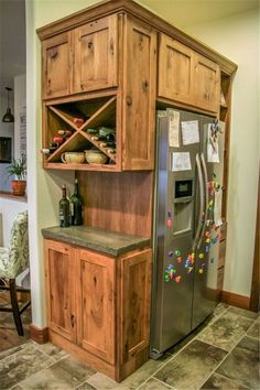 Small Kitchen Makeover Gorgeous Small Kitchen Remodel Ideas 27 - Remodeling your small kitchen shouldn't be a difficult task. When you put your small kitchen remodeling idea on paper, just […] Rustic Kitchen Cabinets, Kitchen Redo, 10x10 Kitchen, Kitchen Rustic, Ranch Kitchen, 1950s Kitchen, Vintage Kitchen, Colonial Kitchen, Condo Kitchen