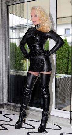 - The most beautiful Lady in leather! Big Black Boots, Sexy Boots, High Boots, Knee Boots, High Heels, Leather Corset, Leather Gloves, Hot Outfits, Fall Outfits