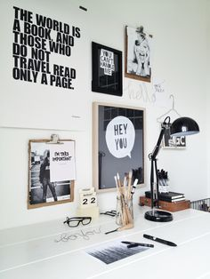 This is a very minimalistic home office design. I love the wall decorations. Theyre simple and fun. Dream Home Office Decor: fun and minimalistic wall decoration ideas. - The Best of Diy Ideas Workspace Inspiration, Decoration Inspiration, Room Inspiration, Interior Inspiration, Moodboard Inspiration, Board Decoration, Wall Decorations, Office Workspace, Office Decor