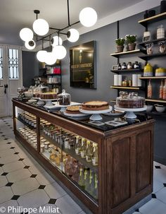 Skills Needed To Become A Patisserie Chef Bakery Interior, Cafe Interior Design, Cafe Design, Patisserie Design, Bakery Design, Logo Patisserie, Decoration Patisserie, Bakery Kitchen, Bakery Cafe