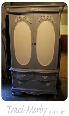 Beautiful piece by Tracy Morby Artristy nicely done with Anne Sloan Chalk Paint™ Paris Grey