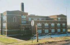1921 Large School Building<< (Ironwood MI)