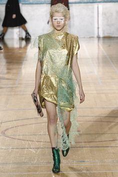 Vivienne Westwood Fall 2017 Ready-to-Wear Fashion Show Fashion Project, Fashion Week, Runway Fashion, Fashion Show, Vivienne Westwood, Phresh Out The Runway, English Fashion, Vogue Paris, Timeless Fashion