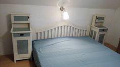 Hihetetlenül megújult a régi, elkoszosodott bútor. Az éjjeli szekrényekért hála Ildikónak!