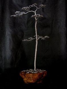 Kevin Iris, es un talentoso artista con sede en Wisconsin, quien ha sido decodificador del lenguaje de los arboles por más de 23 años. Él, decidió llevar su experiencia a otro nivel artístico, al crear increíbles esculturas de arboles con alambre, con un nivel de detalle impresionante. Estas espectaculares obras, están hechas de una aleación de aluminio de alta calidad que requiere muy poco mantenimiento y nunca parece perder su brillo. Los árboles contienen sólo la aleación de aluminio no…