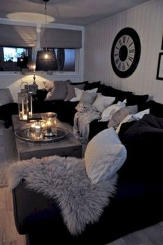 Black And White Living Room Decor With Minimalist Design 01