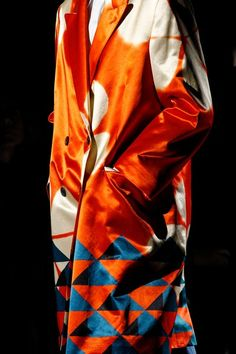 The complete Dries Van Noten Spring 2018 Ready-to-Wear fashion show now on Vogue Runway.