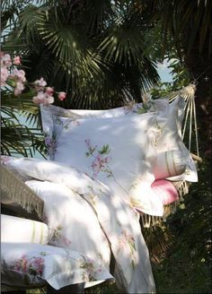 a relaxing place Ana Rosa Outdoor Retreat, Outdoor Rooms, Outdoor Gardens, Outdoor Living, Backyard Retreat, Outdoor Stuff, Jardin Style Shabby Chic, Shabby Chic Garden, Simply Beautiful