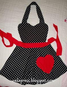 *Sonho retrô*: Avental preto poás com detalhe em vermelho