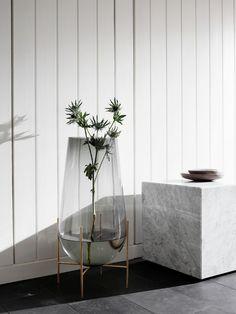 Een alternatief is een grote tak in een glazen vaas. En als je dat kunt combineren met een standaard ben je helemaal up-to-date.